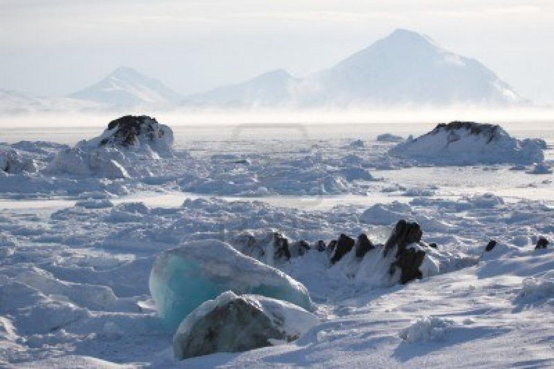 11208012-artico-paisaje-de-invierno--de-hielo-en-el-fiordo-congelado