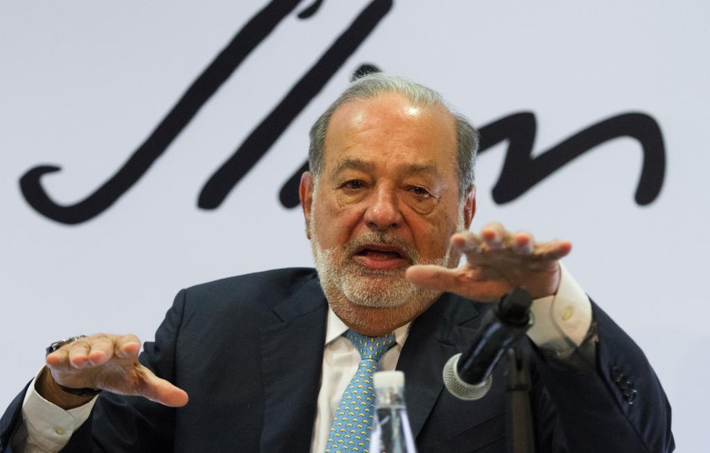 Defiende Carlos Slim la construcción del NAIM