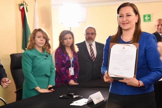 constancia a Erika Alonso como gobernadora electa de Puebla